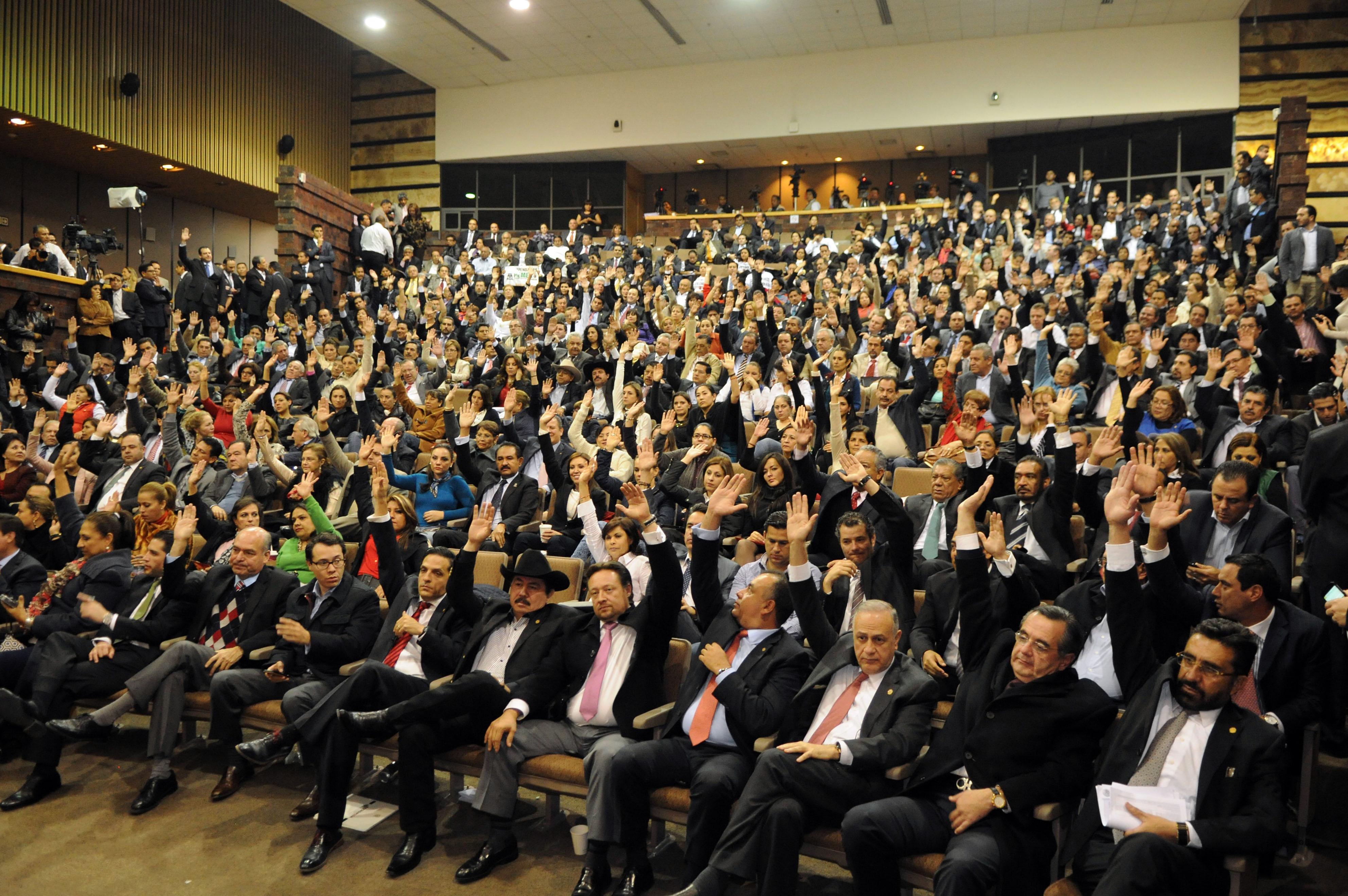 """Sesión de 21 horas en el auditorio Aurora Jiménez de Palacios, ubicado en el edificio """"E"""", del Palacio Legislativo de San Lázaro, para aprobar la minuta de la Reforma Energética enviada por el Senado de la República."""